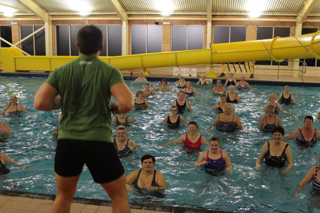Aquacise Behind Instructor Esp Magna Vitae